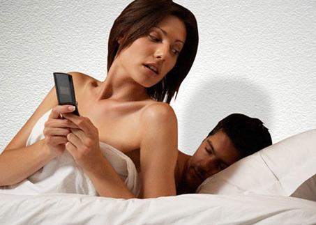 من به شوهرم خیانت نکردم، چرا همسرم نسبت به من بدبين و شکاک است؟